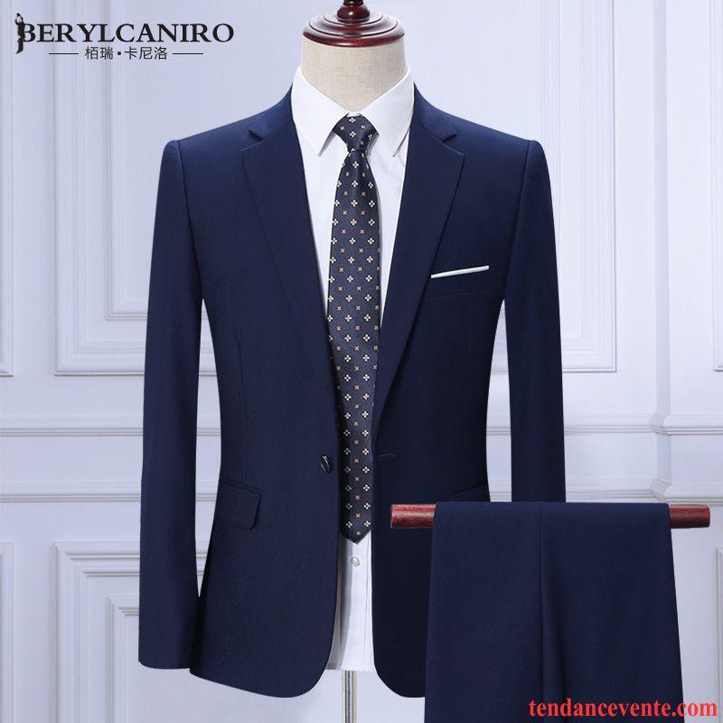 Bien choisir votre costume pas cher pour homme. Plus connu sous le terme de costard, de complet-veston, de veston-cravate ou de complet, le costume est un ensemble pour homme. À la base, le costume trois-pièces est composé de veston ou veste, de gilet et de pantalon. Selon l'usage, une chemise blanche est de rigueur, mais les couleurs.
